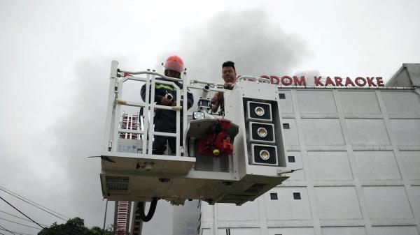 Cháy lớn tại quán Karaoke 7 tầng, chưa ghi nhận số người thương vong