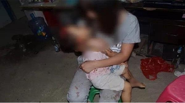 Thiếu quan sát khi lùi xe khiến bé gái 5 tuổi tử vong