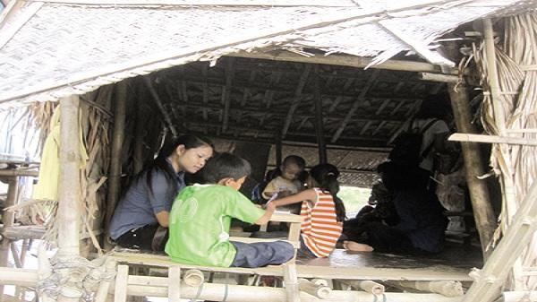 Thanh Hoá: Xót xa lớp học ọp ẹp, 2 khối ngồi chung một phòng