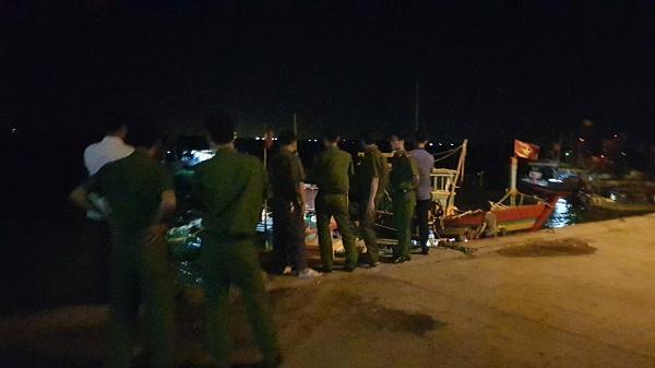 Ngư dân Thanh Hóa bất ngờ phát hiện thi thể người đàn ông trôi dạt trên bờ biển