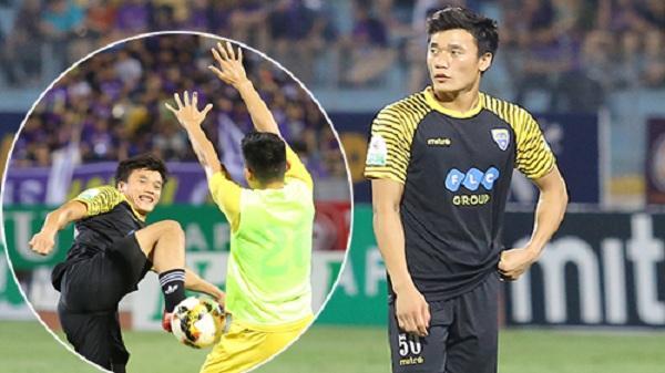 Những phút giây hiếm hoi khán giả được thấy thủ môn Bùi Tiến Dũng trên sân Hàng Đẫy
