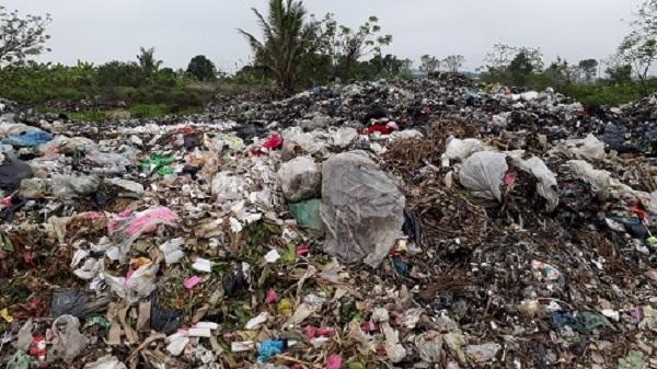 Huyện Hậu Lộc – Thanh Hóa: Dân bức xúc vì bãi rác gần khu dân cư gây ô nhiễm môi trường