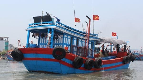Thanh Hóa: Ngư dân khốn đốn ở cửa biển Lạch Bạng