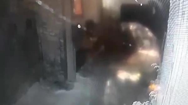 Giám đốc doanh nghiệp bị tấn công bằng 'bom xăng' vào nhà