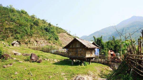 Chủ tịch hội Nông dân treo cổ chết tại chòi trên núi