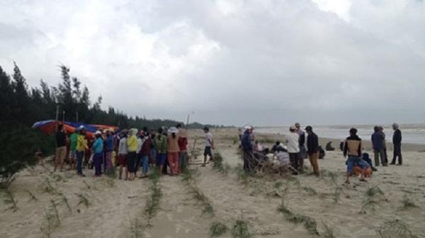 Thanh Hóa: Lại phát hiện thêm 1 thi thể đang phân hủy trôi vào bờ biển.