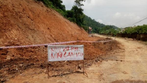 Thanh Hóa: Phát hiện quả bom dài 1m khi đào đường