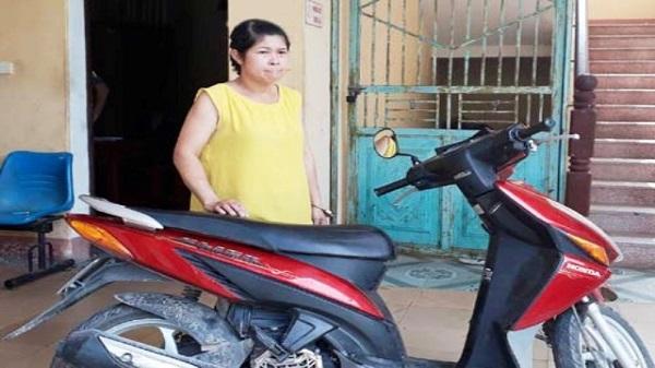 Nữ quái đột nhập bệnh viện trộm xe máy táo tợn