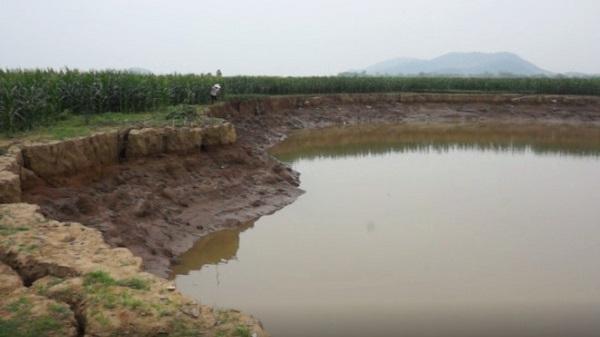 Hàng nghìn m2 đất canh tác trôi sông vì 'cát tặc'