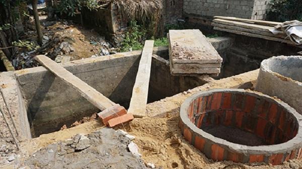 SỐC: Người phụ nữ chết trong bể phốt, 7 năm sau mới được phát hiện