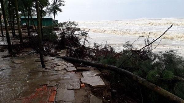 Thanh Hóa: 108 nhà tốc mái, hàng trăm mét đê bao bị cuốn trôi do bão số 10