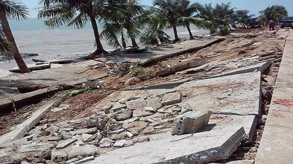 Thanh Hóa: Duyệt 100 tỷ đồng khắc phục khẩn cấp tuyến đê kè bị đánh vỡ sau bão