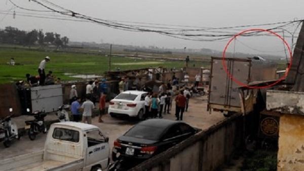 Thanh Hóa: Đứng trên thùng xe tải, nam thanh niên bị điện giật tử vong