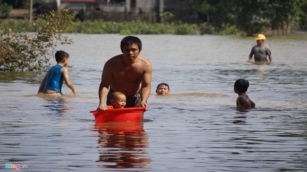 Thanh Hóa: 5 ngày sau lũ, người dân chưa thể trở về nhà