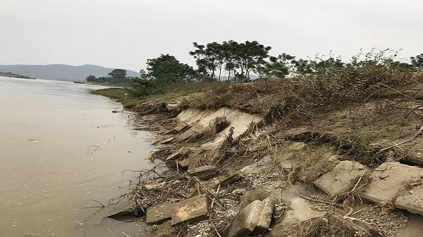 """Hoằng Hóa (Thanh Hóa): Dự án kè đê trăm tỷ sạt lở, đất nông nghiệp bị """"hà bá"""" cuốn trôi"""
