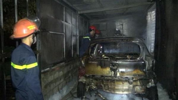 Thanh Hóa: Cháy trong gara để xe lan sang tầng trệt nhà dân khiến nhiều người hoảng loạn