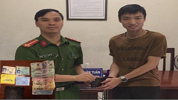 Nam sinh Thanh Hóa nhận lại được ví tiền sau 5 tiếng đồng hồ thất lạc