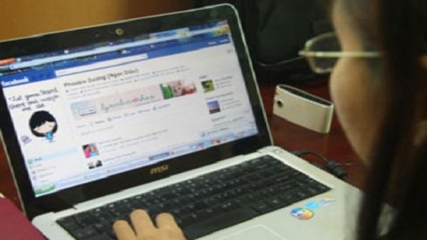 Đặt ra 'nội quy' dùng Facebook trong trường học: Nên hay không?