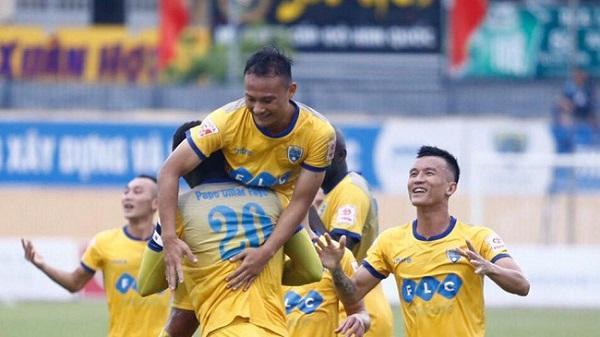 Cầu thủ FLC Thanh Hóa hồi hộp chờ thưởng nóng trận thắng Long An