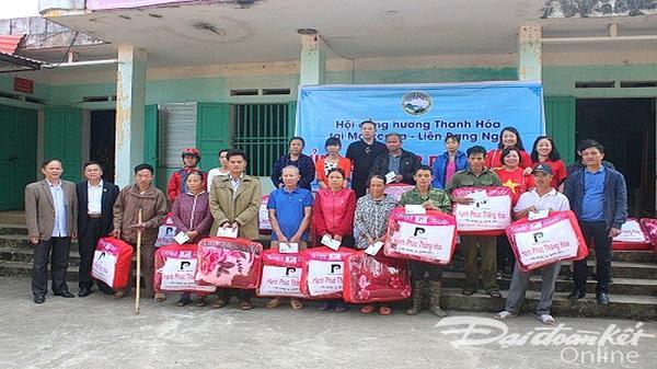 Hội đồng hương Thanh Hóa tại Moscow trao 135 suất quà hỗ trợ người dân vùng lũ