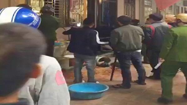 Thanh Hóa: Công an nổ súng khống chế đối tượng ngáo đá cầm lưỡi lê uy hiếp nhà dân