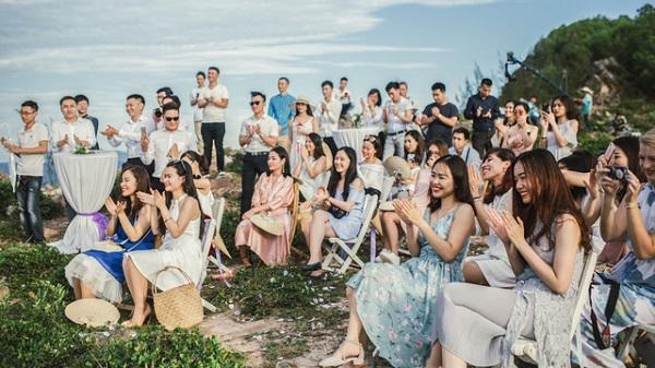 """Độc đáo lễ cưới """"đẹp như mơ"""" trên mỏm đá bên bờ biển Hải Hoà"""