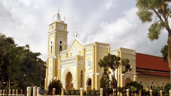 Về Tiền Giang, ghé thăm nhà thờ TRĂM TUỔI Chánh Tòa Mỹ Tho