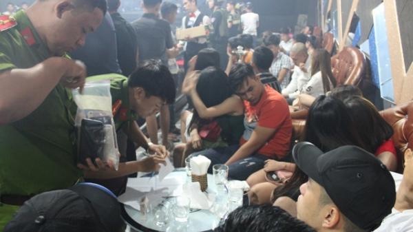 """Đồng Nai: Cảnh sát đột kích quán bar, phát hiện nhiều """"dân chơi"""" dương tính với ma túy"""