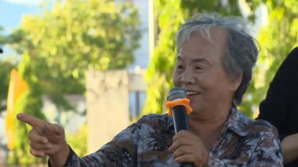 Câu chuyện về người phụ nữ hơn 70 tuổi lượm ve chai giúp học sinh nghèo tại Ninh Thuận