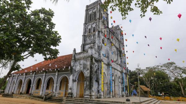 Đến Phú Yên thăm nhà thờ trăm tuổi nơi giữ sách quốc ngữ đầu tiên