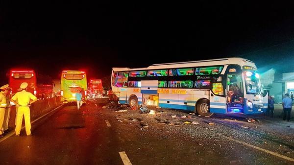 Tai nạn thảm khốc giữa xe khách Phú Yên và 2 xe khách khác khiến 5 người thương vong