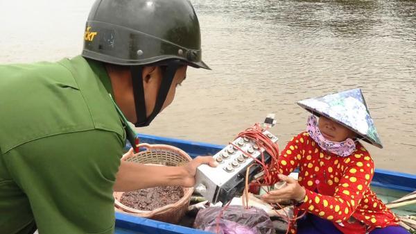 Kiến Tường: Kiểm tra, xử lý các hành vi dùng xung điện đánh bắt thủy sản trái phép