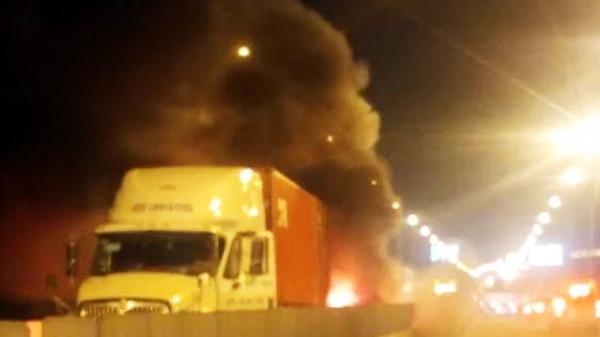 Đồng Nai: Xe khách 16 chỗ cháy rụi trên cao tốc, 2 người tử vong