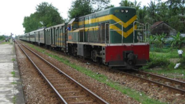 """Đồng Nai: Tạm giữ hai đối tượng tháo ốc, sắt trên đường ray để có tiền """"phê"""" ma túy"""