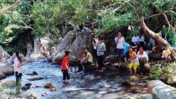 Khám phá nét đẹp hoang sơ của suối Lồ Ồ tại Ninh Thuận
