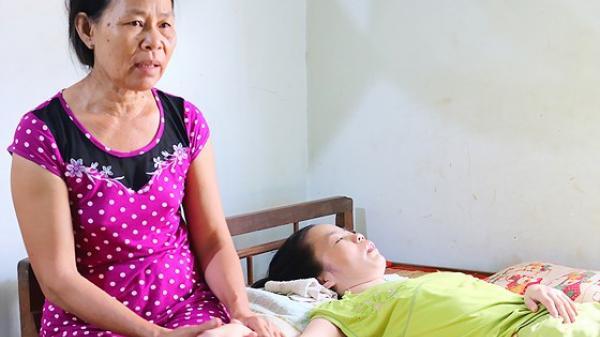 Bình Thuận: Con gái mắc bệnh hiểm, cha mẹ nghèo bế tắc
