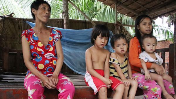 """5 đứa trẻ ở Miền Tây đói ăn bên người mẹ khờ mang bụng bầu 7 tháng: """"Con không muốn mẹ sinh em nữa, nhà con nghèo lắm rồi"""""""