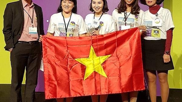 """Cô giáo """"trường làng"""" Hưng Yên giúp trò ra thế giới"""