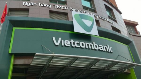 Tiền trong tài khoản 2 khách hàng Vietcombank đồng loạt 'bốc hơi' trong đêm