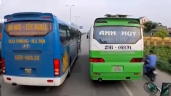 CLIP: Xe khách ngang nhiên dàn hàng ngang trên quốc lộ ở Hải Dương