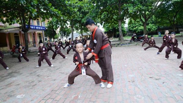 Tiên Lữ (Hưng Yên): Dạy võ thuật cổ truyền miễn phí cho các em học sinh