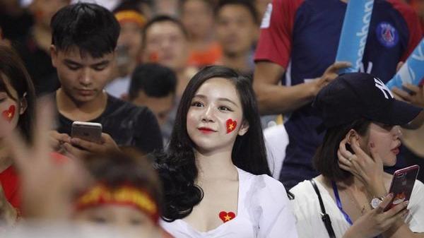 Giăng lưới thả thính, hot girl ngủ gật quê Hưng Yên nhận cái kết bất ngờ