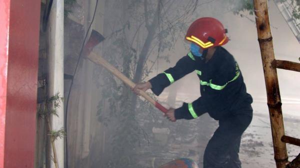 Nam nhân viên mắc kẹt trong đám cháy siêu thị 90K ở Bắc Giang được giải cứu