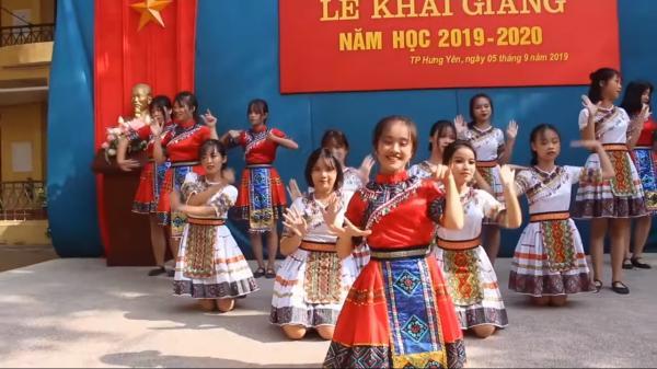 'Để Mị nói cho mà nghe' phiên bản nữ sinh Hưng Yên trong lễ khai giảng gây sốt cộng đồng mạng