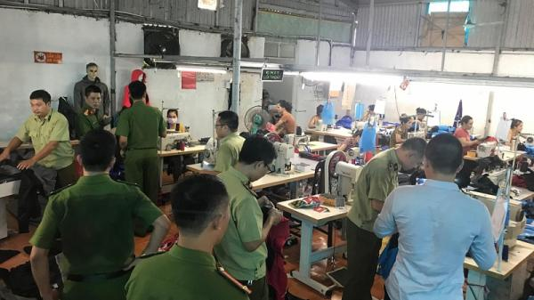 """""""Đột kích"""" cơ sở sản xuất hàng nhái thương hiệu The North Face (Mỹ) tại Hưng Yên"""
