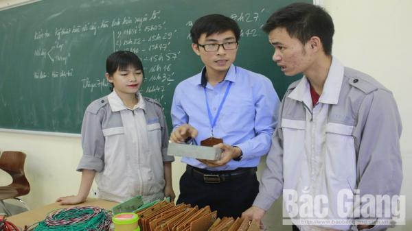Thầy giáo Đỗ Trung Kiên: Kỹ sư của làng ở Bắc Giang