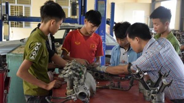 Một trường nghề ở Hưng Yên đào tạo nghề miễn phí cho học sinh nông thôn và dân tộc thiểu số có hoàn cảnh khó khăn