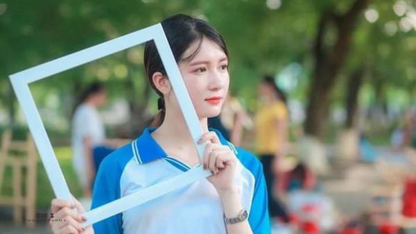 """Cận cảnh nhan sắc ngọt ngào của nữ sinh ĐH Kinh tế quốc dân quê Bắc Giang khiến dân mạng """"đổ gục'"""