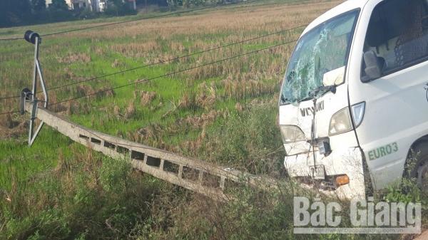 Lạng Giang (Bắc Giang): : Ô tô t.ô.ng đ.ổ cột điện, cả thị trấn mất điện