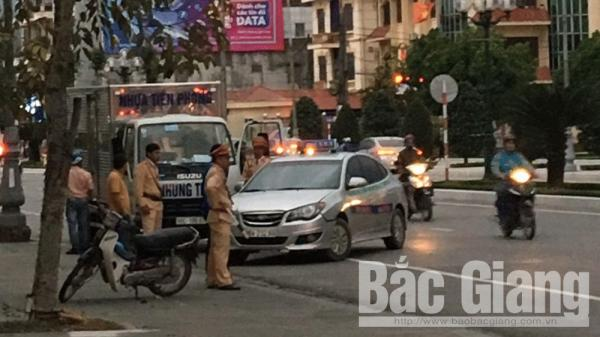 Bắc Giang: V.a ch.ạm giao thông, hai tài xế ô tô đ.á.n.h nhau